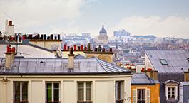 une vue sur les toits de Paris